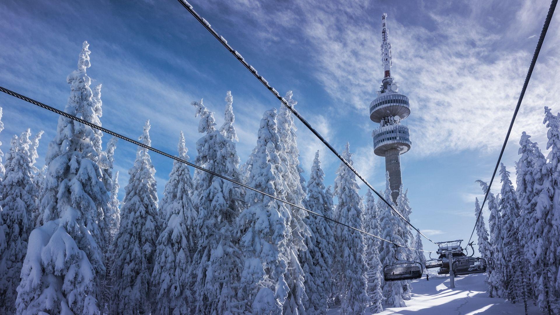 Пампорово и Боровец намалиха цените на лифт картите