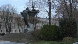 Единственият в света паметник на завистта е в България