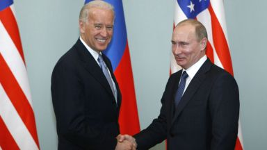 Първият разговор между Байдън и Путин показа смяна на тона, пишат световни медии