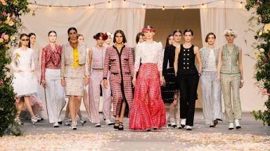 Пенелопе Крус и Марион Котияр бяха сред малкото зрители, присъствали на ревюто на Chanel