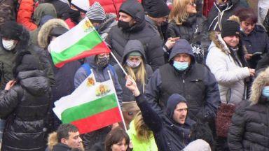 """""""Марш към свободата"""" пред МС - протест на собственици и персонал от затворените заведения (снимки)"""