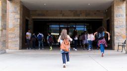 От четвъртък в училищата се връщат 6, 9 и 12 клас