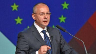 Станишев: След силен натиск на левите, EК предлага План за повече социална Европа