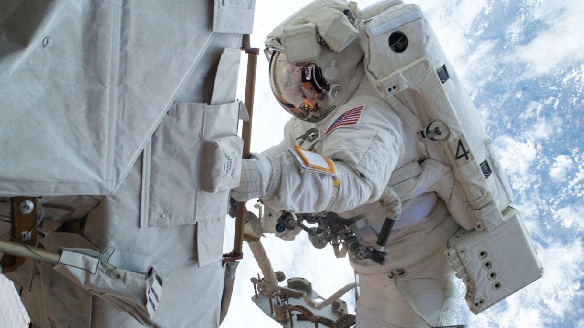 Гледайте на живо разходката в Космоса на астронавтите на НАСА (видео)