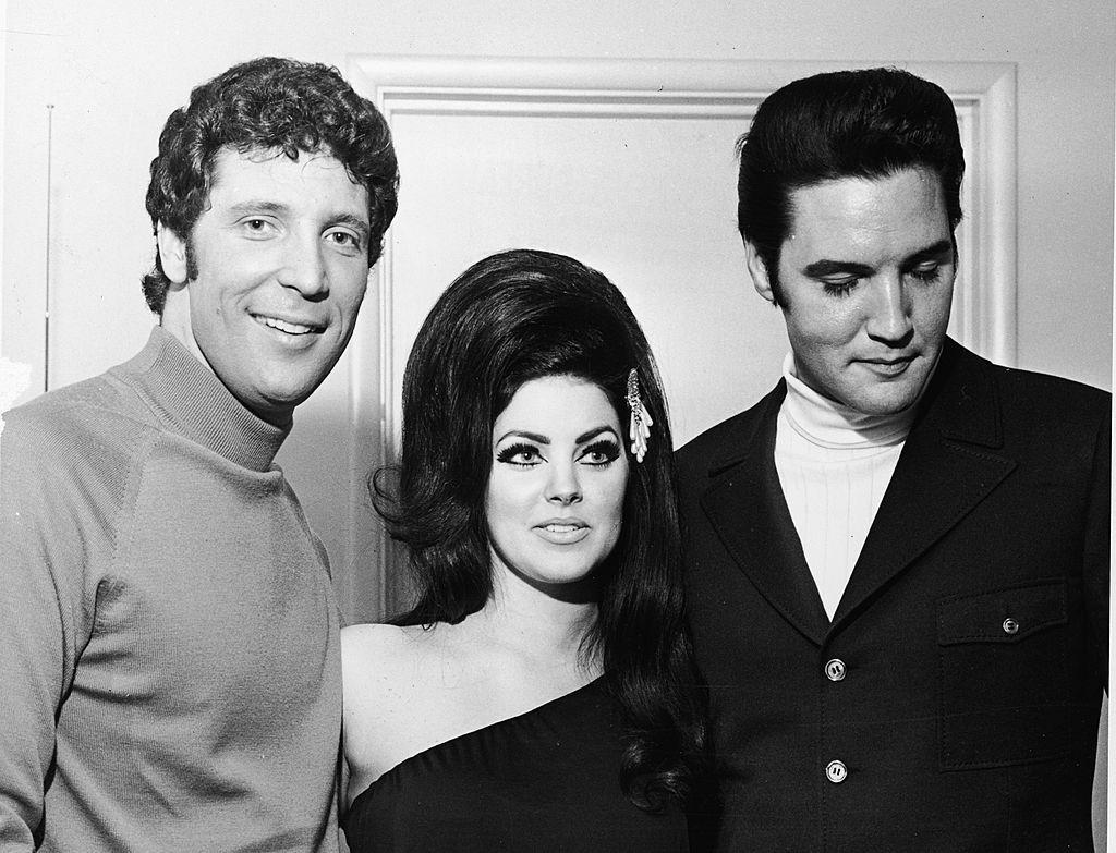 Том, Пресила и Елвис пресли в Лас Вегас през 1971 г.