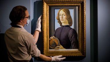 """""""Млад мъж, който държи медальон"""" на Ботичели беше продадена за 92,2 милиона долара"""