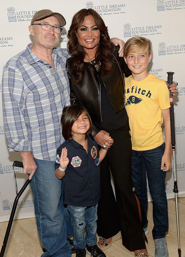 Фил Колинс с бившата си съпруга Ориан и двамата им сина през 2016 г.