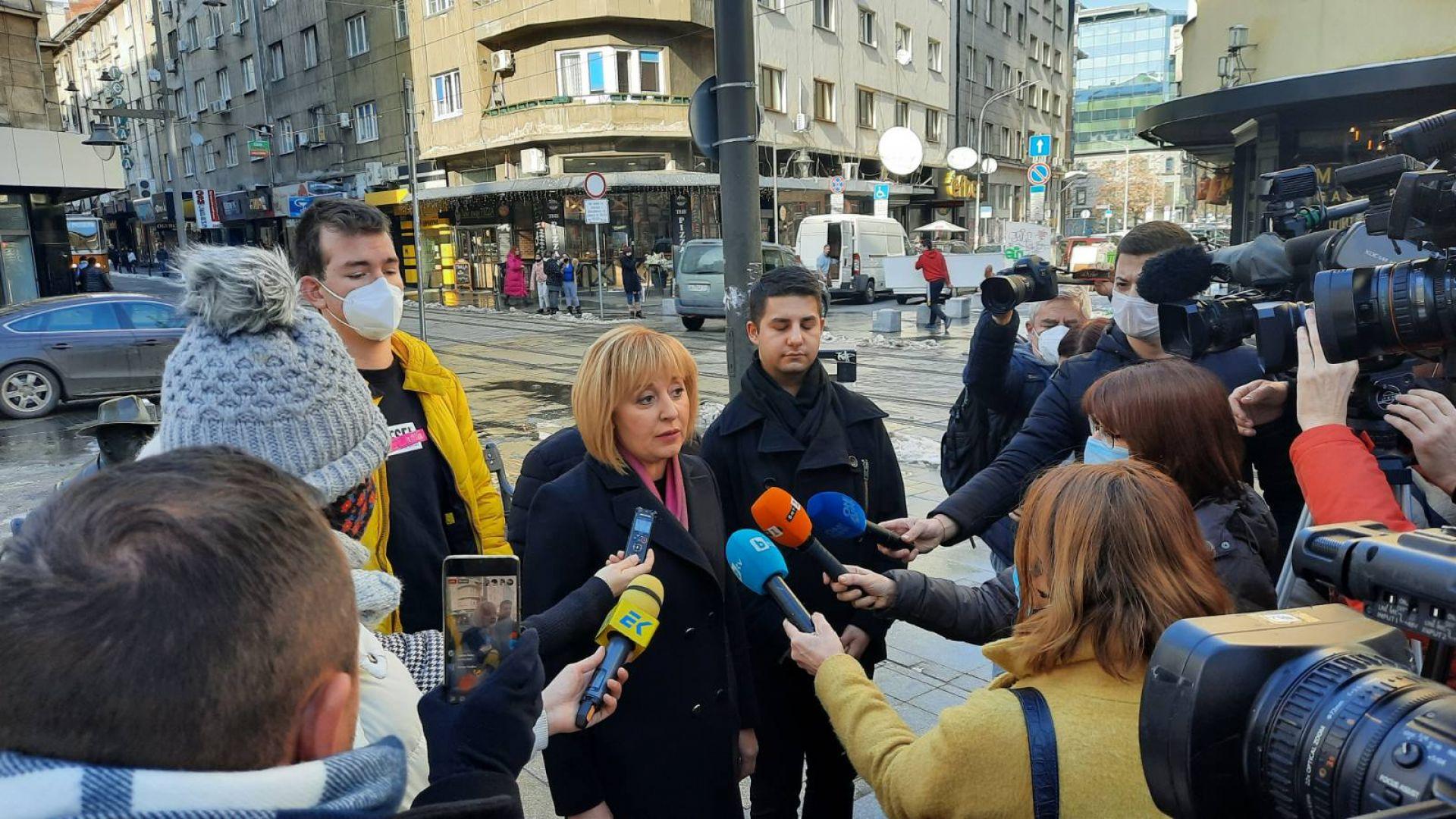 Манолова: Искаме оставката на шефа на ЦИК