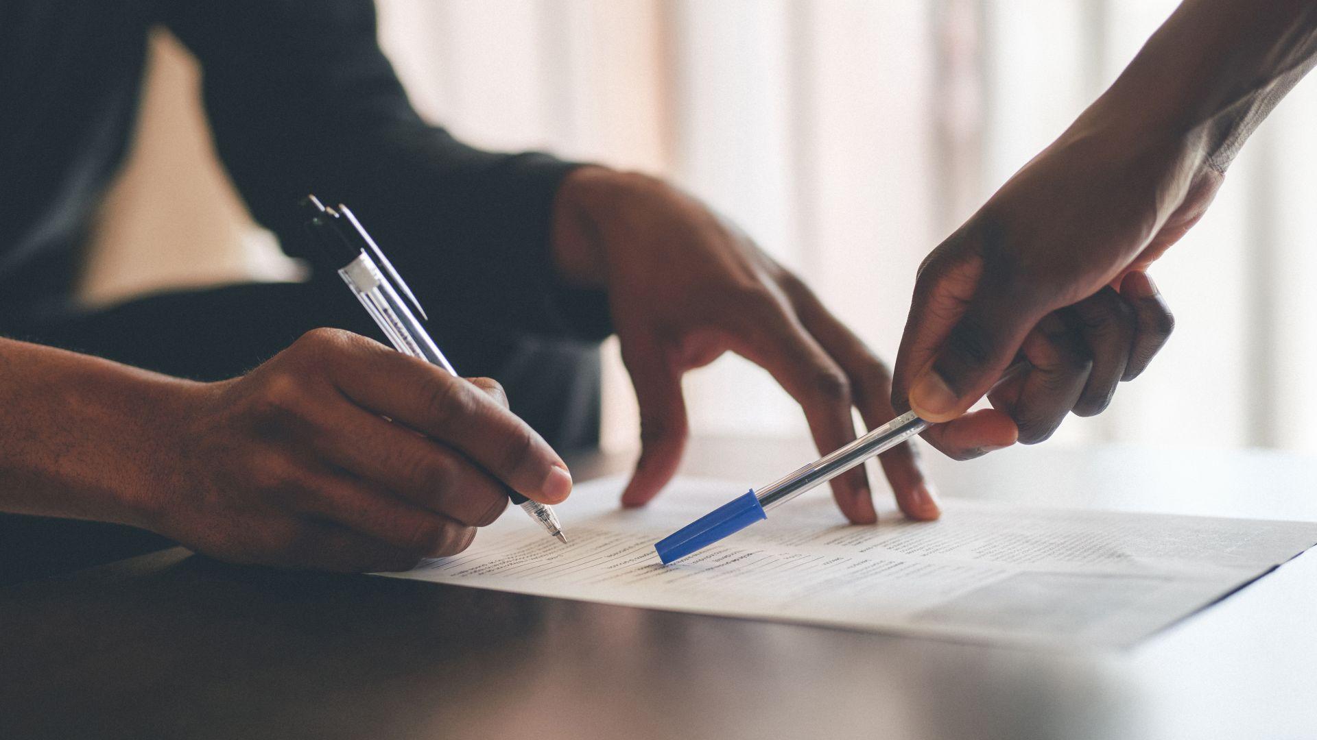 НПО: Общите условия на фирмите за бързи кредити и телекомите не са одобрявани от КЗП