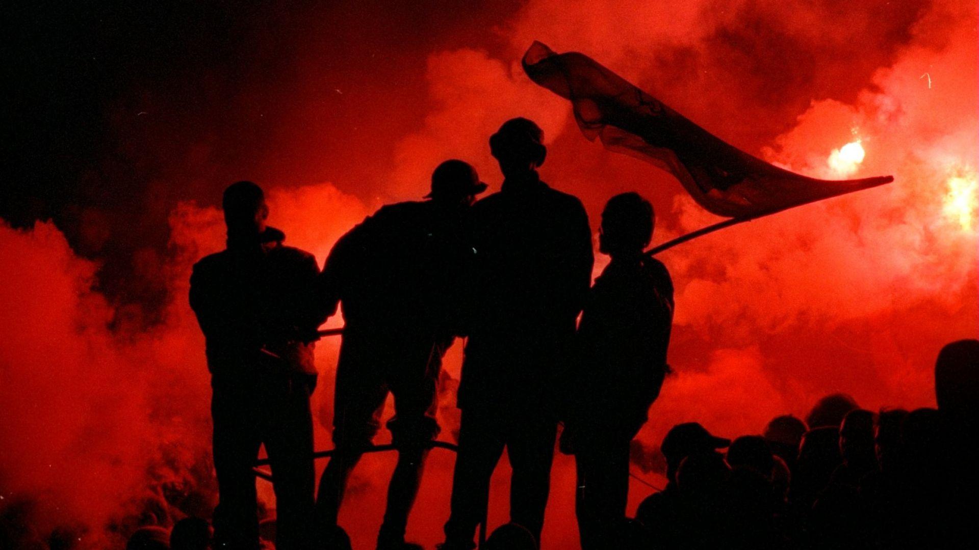 25 ареста и оставки в Марсилия, след като ултраси атакуваха играчи и провалиха мач