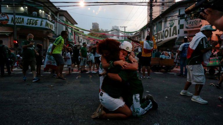 Лудостта Копа Либертадорес: Два града плакаха, няколко сърца не издържаха (Снимки)