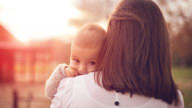 Майката, която хвърли бебето си през терасата в Златица, опитала по-рано да го удуши