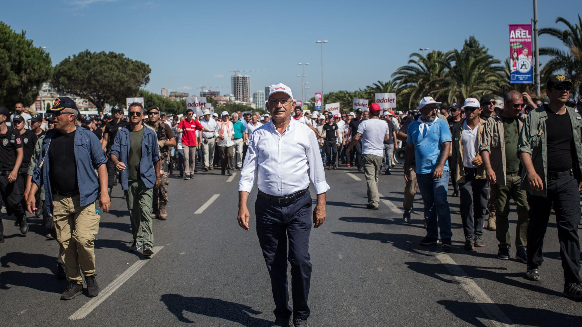 Листопад в основната опозиционна партия в Турция