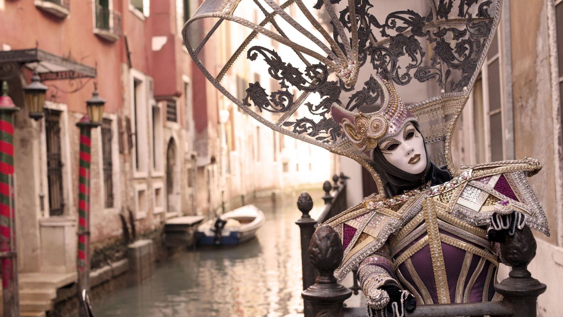 Във Венеция липсва карнавалното настроение: гондолите са закотвени, а улиците - зловещо пусти