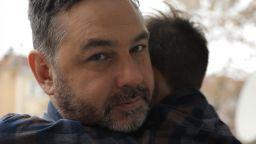 """Свилен от """"Остава"""" става лице на кампания, посветена на изоставените деца (видео)"""