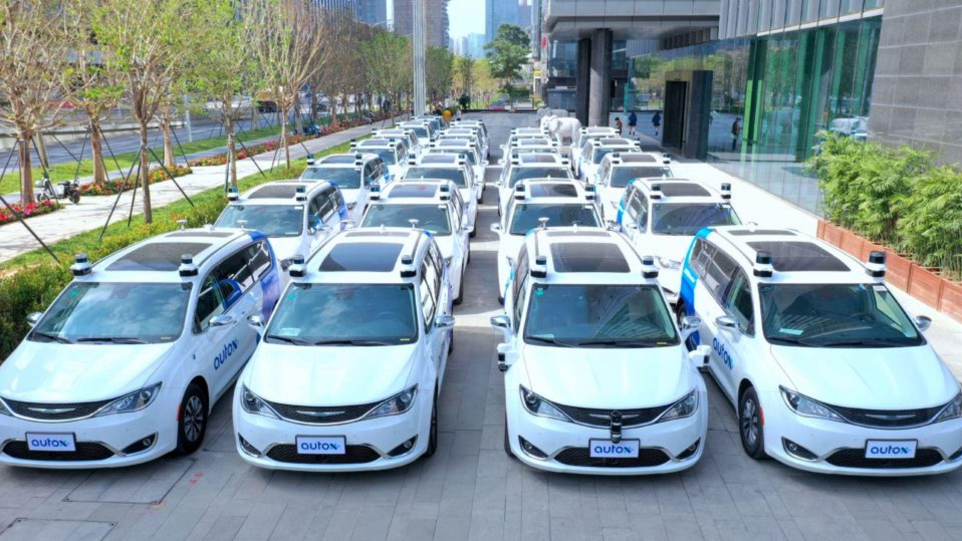 Автономни роботаксита вече пътуват по улиците на Китай