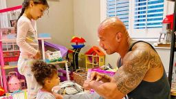 Баща-мечта: Скалата би направил всичко за 2-годишната си дъщеря