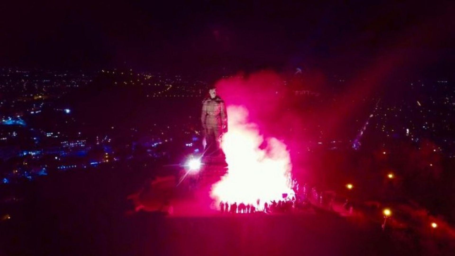 """""""Запалиха"""" символично паметника на Альоша в памет на жертвите на Народния съд (видео)"""