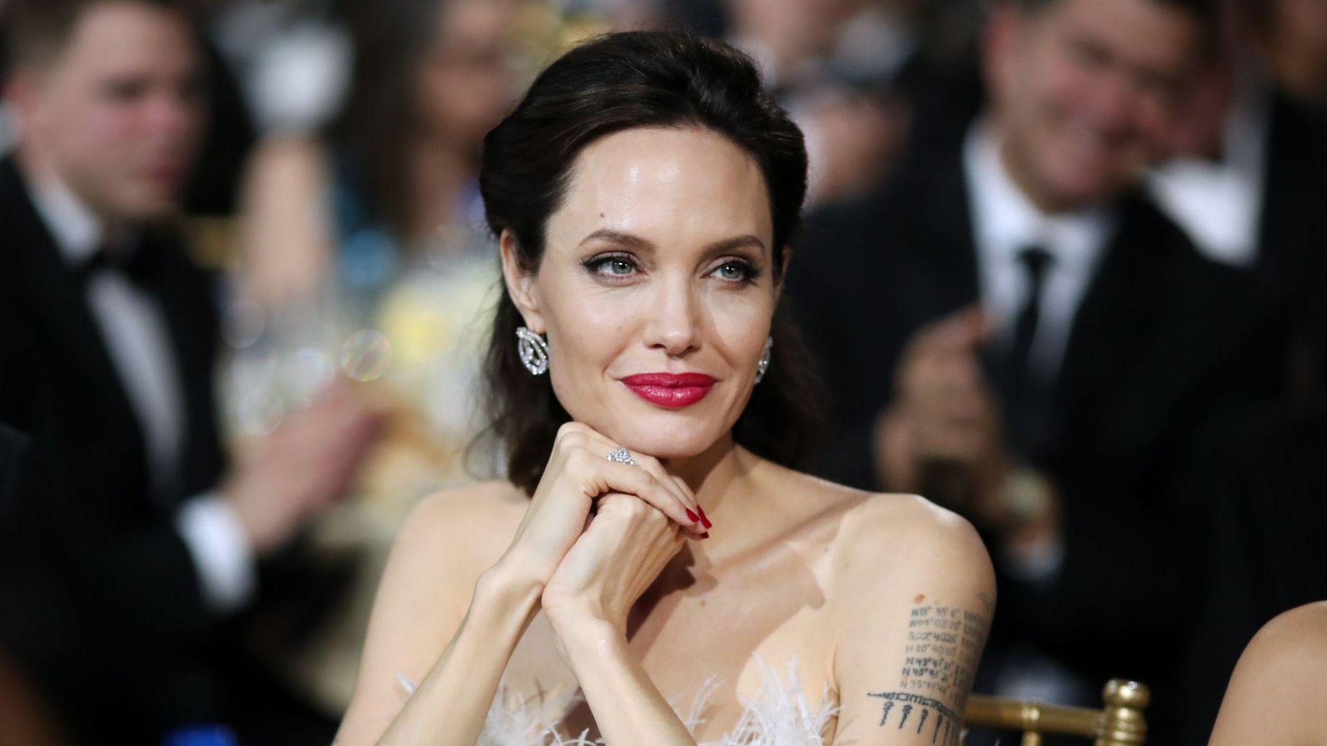 Анджелина Джоли предлага на търг картина на Уинстън Чърчил за 3 млн. долара