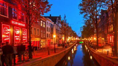 """Амстердам казва """"Чао, чао"""" на квартала с червените фенери"""