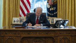 Байдън подписа указ за насърчаване на производството