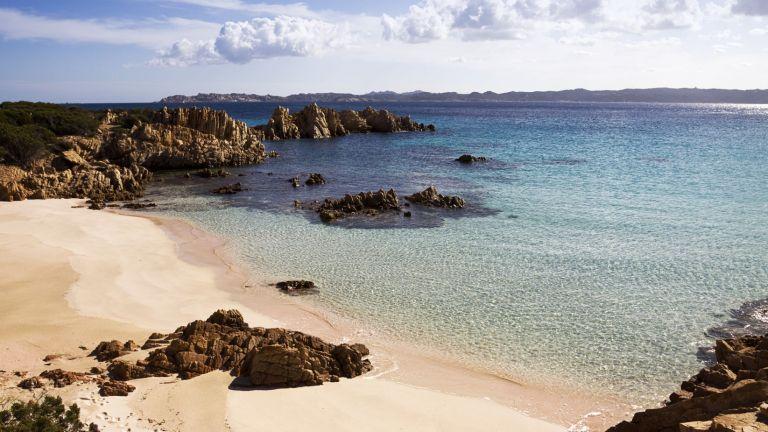 Италианският Робинзон Крузо напуска своя самотен остров след 30 години