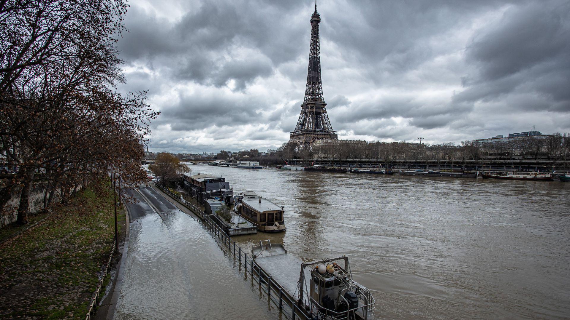 Сена наводни части от Париж, властите ги затвориха (снимки)