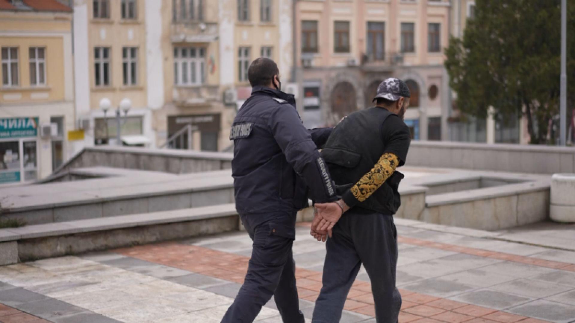 Арестуваният дрогиран автокрадец е известният рапър Гарджока