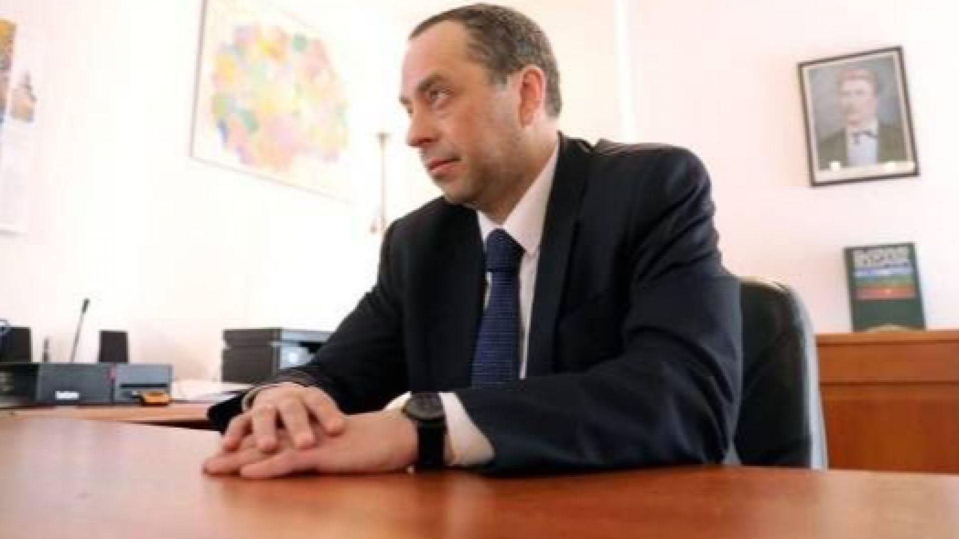 Посланикът на България в Северна Македония: Автомобилите с бг регистрация трябва да я сменят