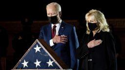 Байдън и първата дама почетоха паметта на полицая, убит при щурма на Капитолия