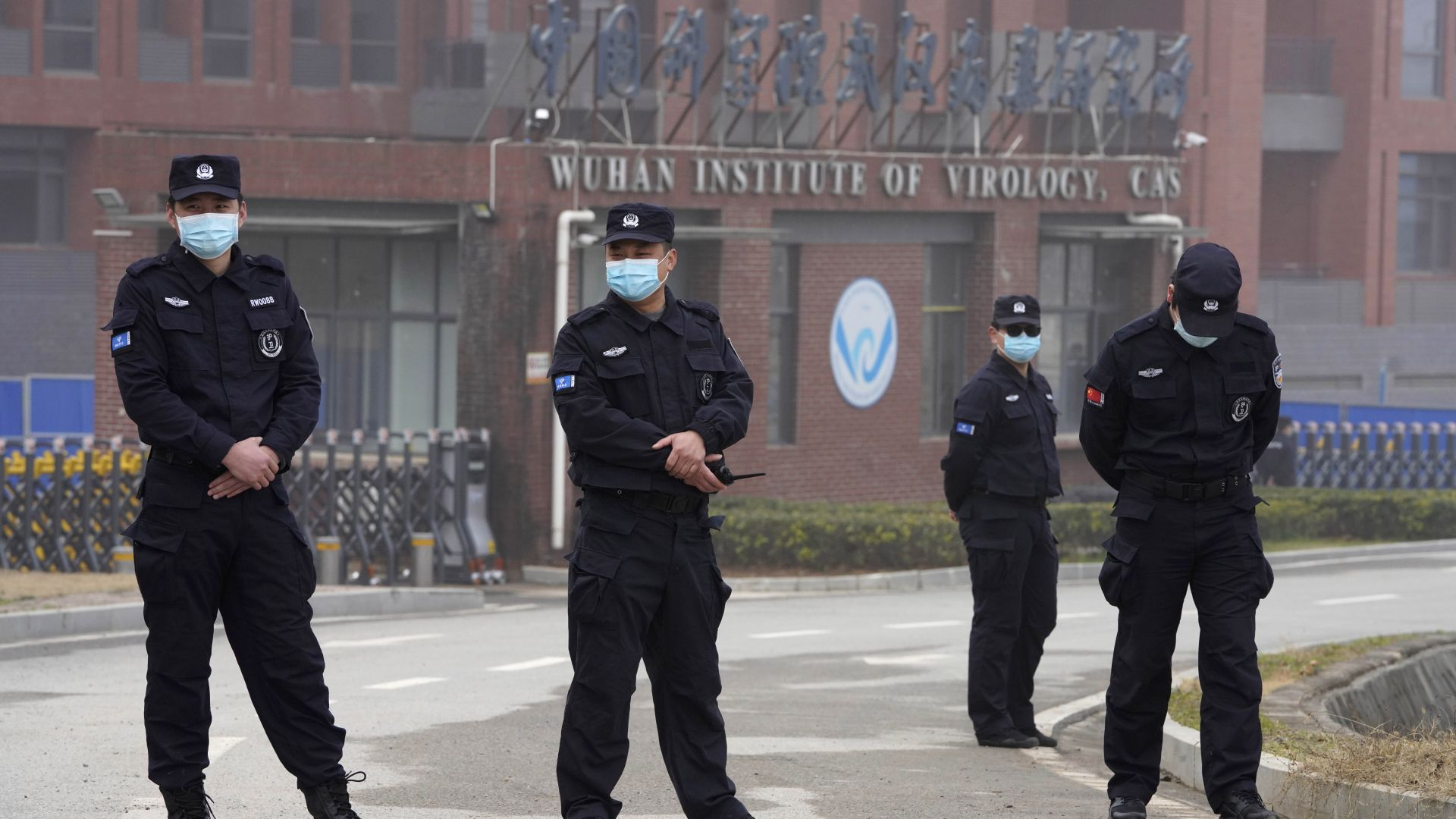 """Байдън """"възроди"""" хипотезата, че COVID-19 е изпуснат от лаборатория в Ухан. Пекин отвърна"""