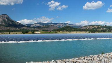 Първият плаващ соларен парк се изгражда във Франция