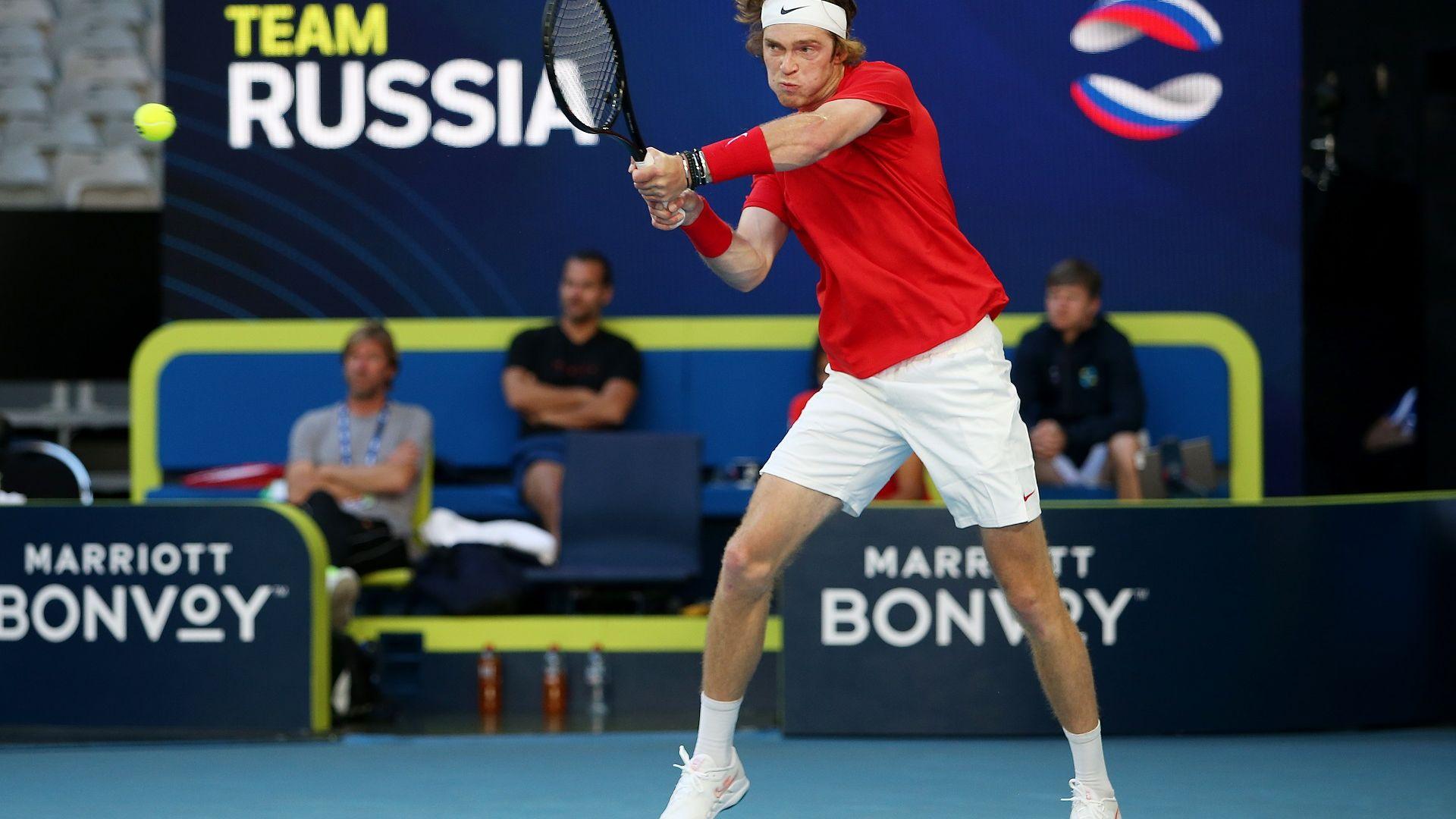 Русия полетя към полуфиналите, а домакинът постигна пирова победа