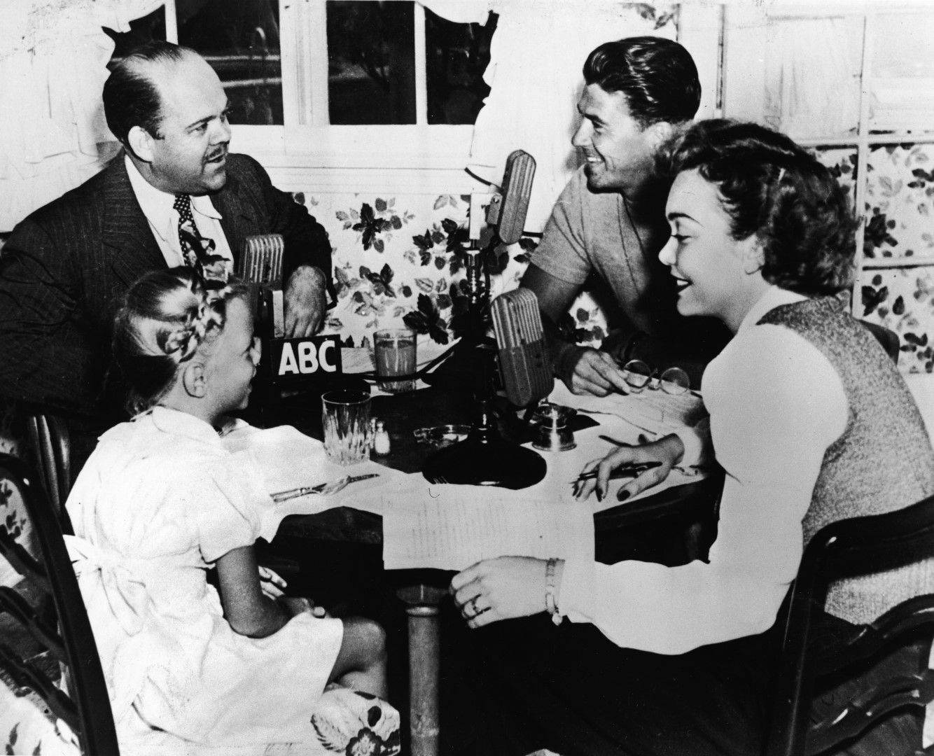 С първата си съпруга Джейн Уаймън и 5-годишната Морийн