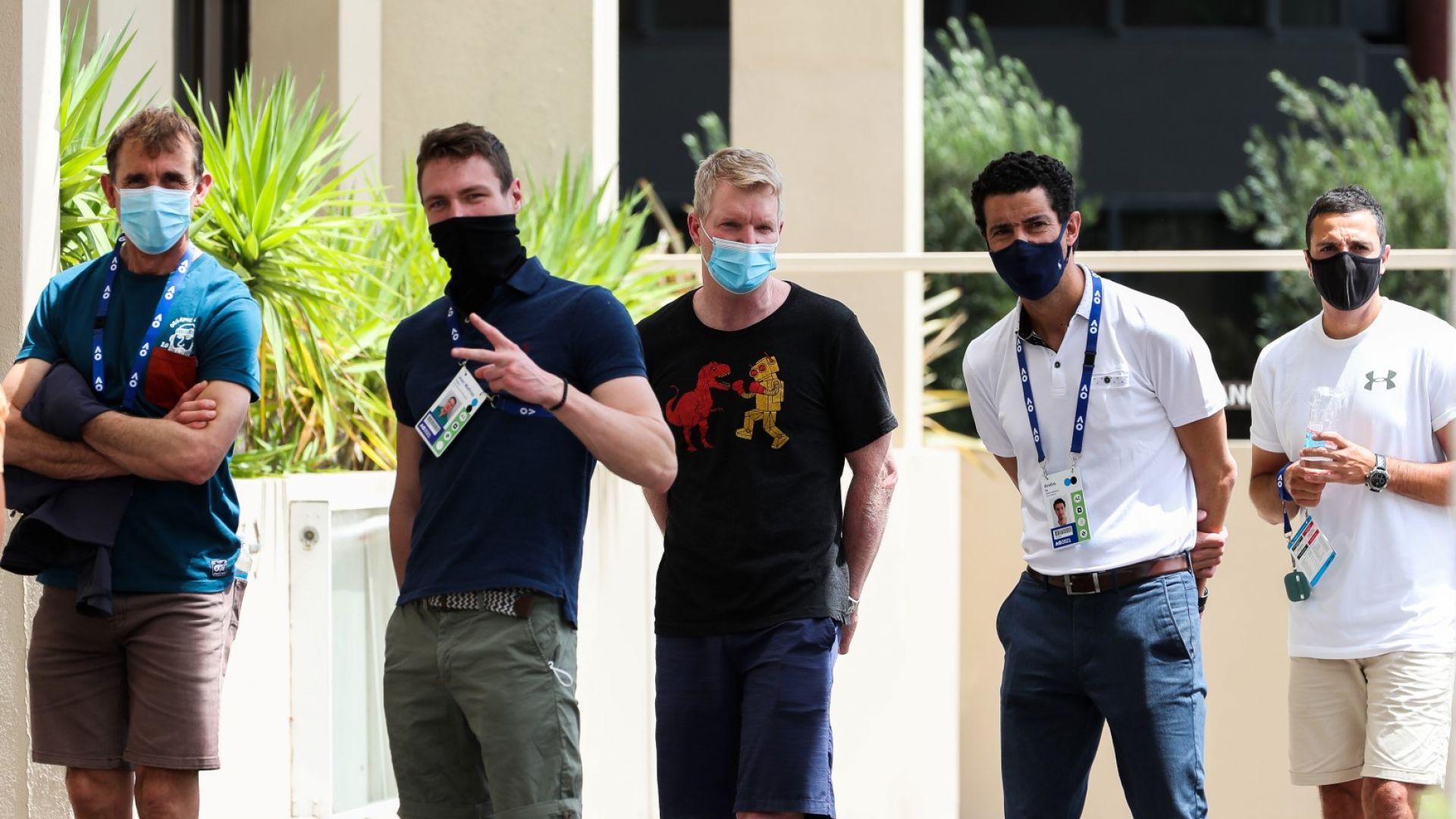 Отложиха жребия за Australian open. Тенисистите се редят на опашки за тестове, изолираните са 507