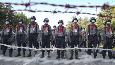 Военната хунта на Мианмар забрани Facebook