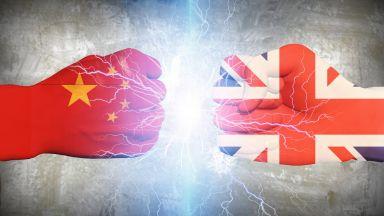 От любов към омраза след поредни удари: Докъде ще стигнат Лондон и Пекин