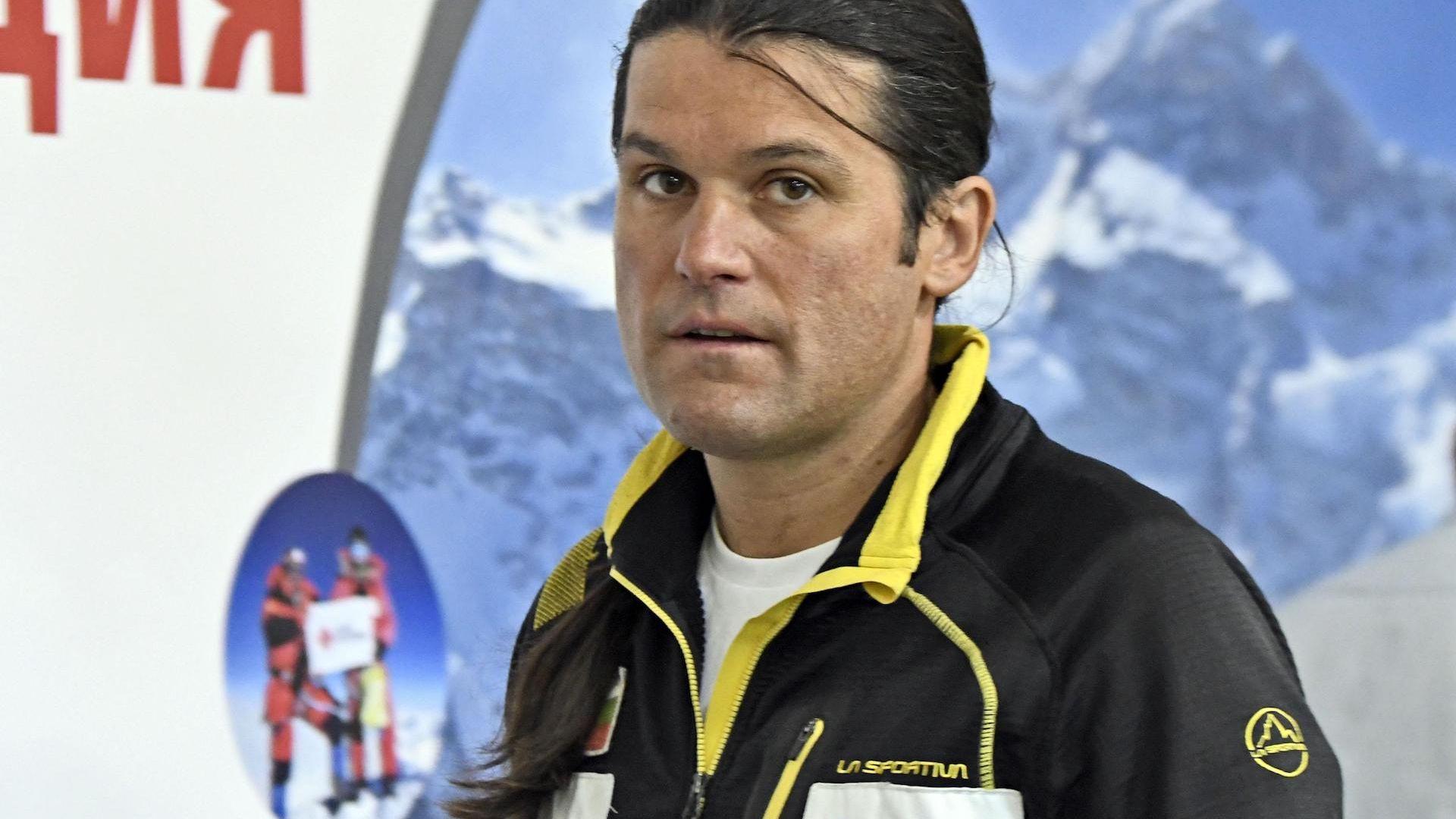 Издирват Атанас Скатов след падане заради скъсано въже на К2