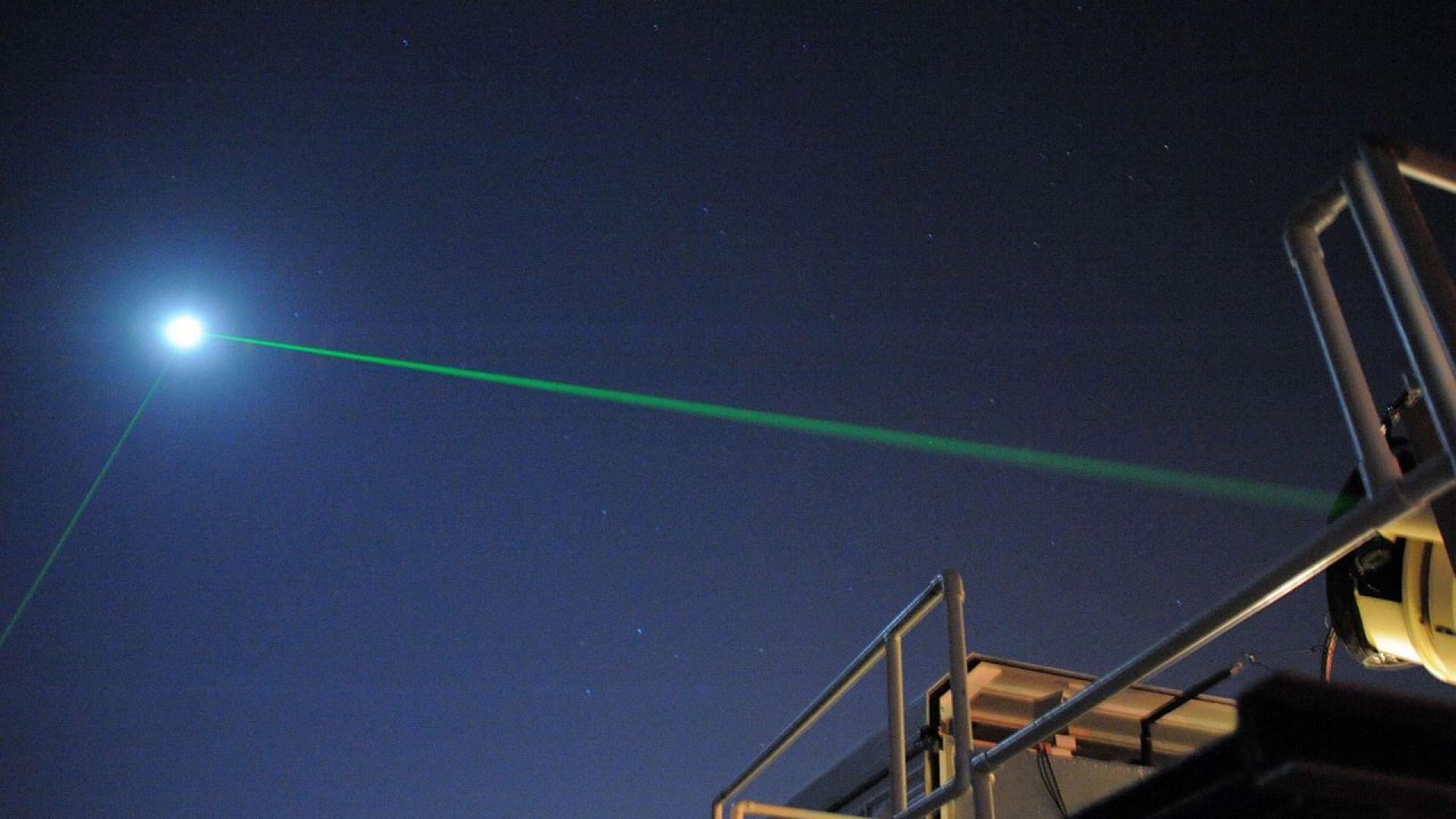 Лазер улучи сателит на 384 000 километра от Земята