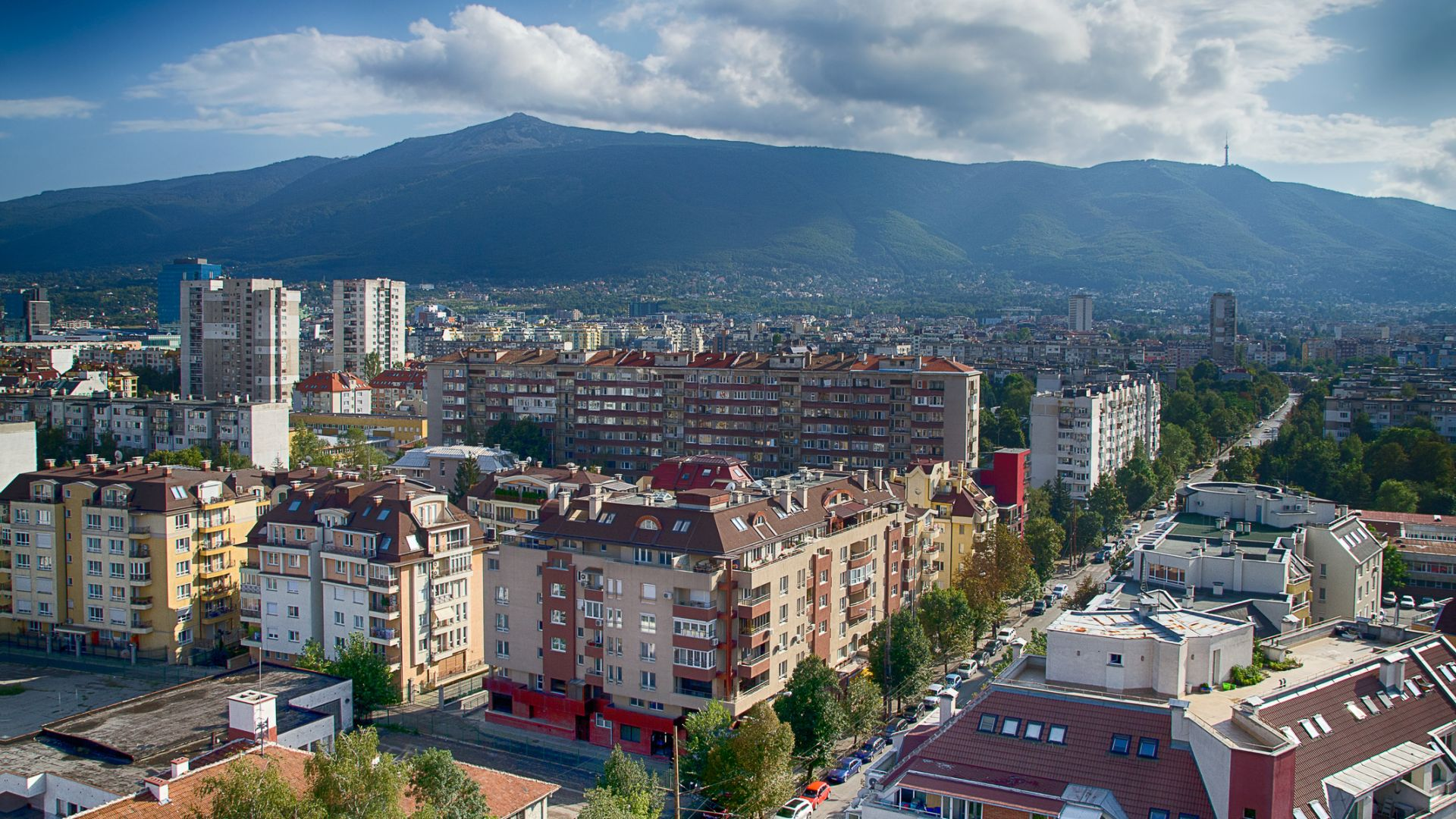Имотите в София пpoдължaвaт дa пocĸъпвaт: цените  достигат 1700 евро на кв. м.