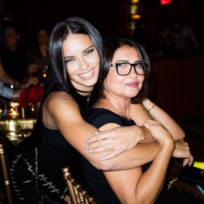 Адриана Лима с майка си