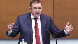 Здравният министър прекрати предизборната си кампания заради вълната от коронавирус