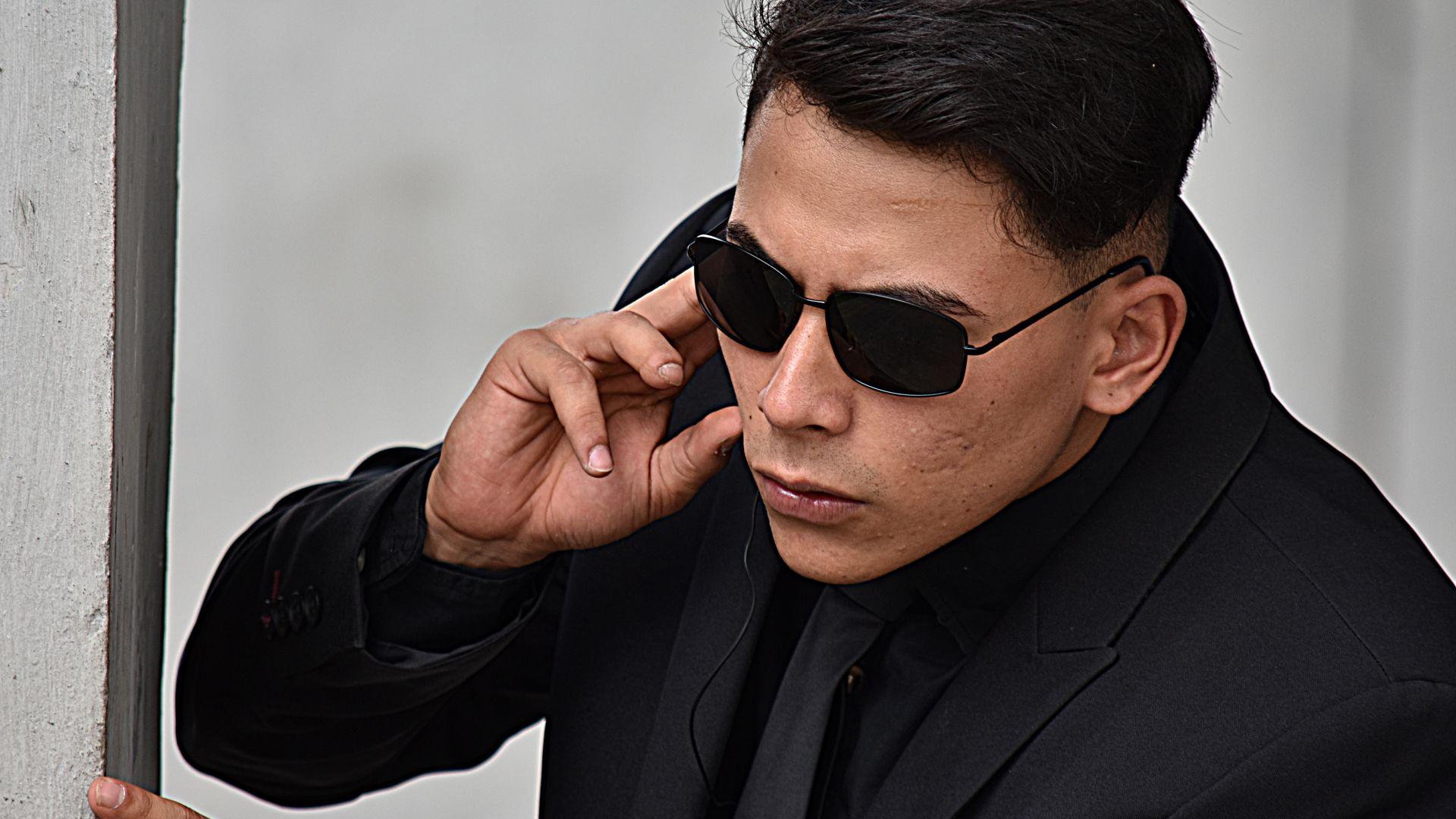Лондон изгони трима китайски шпиони, представяли се за журналисти