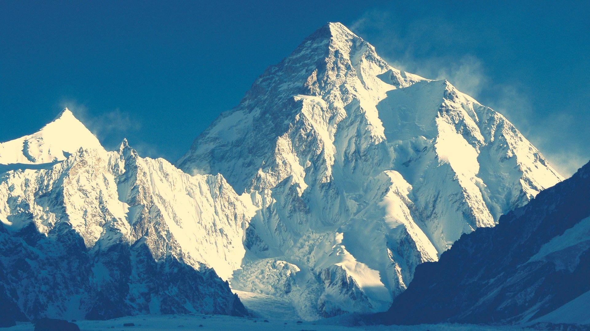 Единственият, изкачил трите ръба на Еверест: Комерсиалните експедиции нямат общо с алпинизма