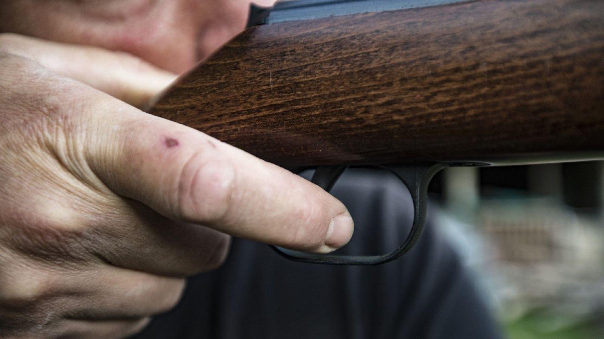 37-годишен застреля неканен гост пред къщата си в Лъвино
