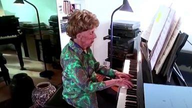 Сто и шест годишна пианистка Колет Маз издава шести албум