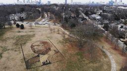 Художник създаде естествен портрет на покойния конгресмен Джон Луис
