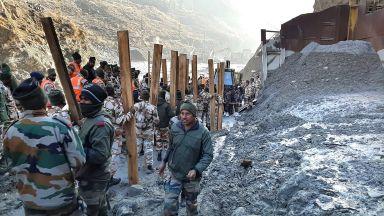 140 изчезнали след рухването на част от ледник в индийските Хималаи