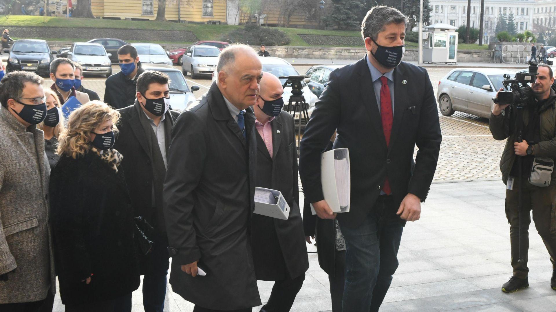 Започна регистрацията в ЦИК, ДБ изпревари Цветанов