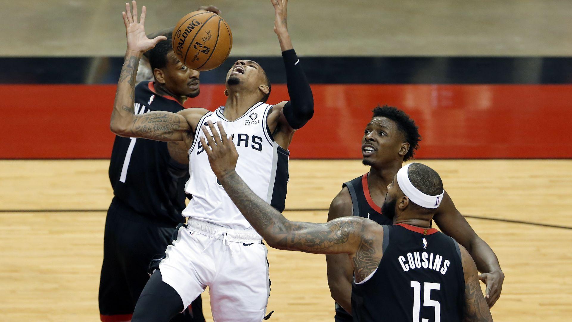 Фенове без маски се биха на трибуните на мач от НБА (видео)